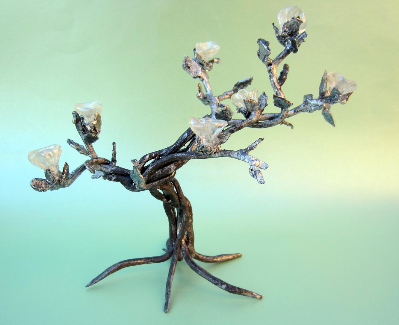 Hoarfrost welded tree sculpture